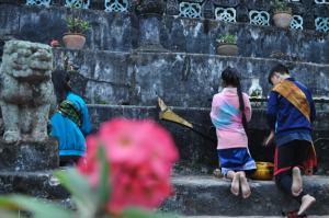 Praying to the Pagoda